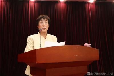 竞彩网app下载副会长兼秘书长向书兰主持会议