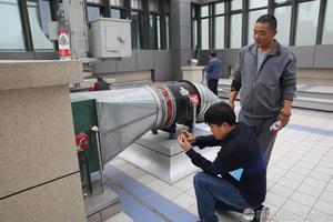 参会代表对中建三局集团有限公司承建的中国人寿陕西省分公司综合楼项目进行参观
